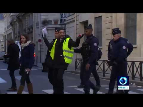 [1 December 2018] French police clash with anti-government protesters in Paris - English