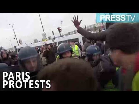 [30 December 2018] Police clash with demonstrators in Paris - English